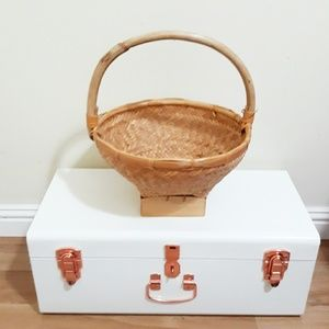 Other - 🖤 light tan woven basket with handle